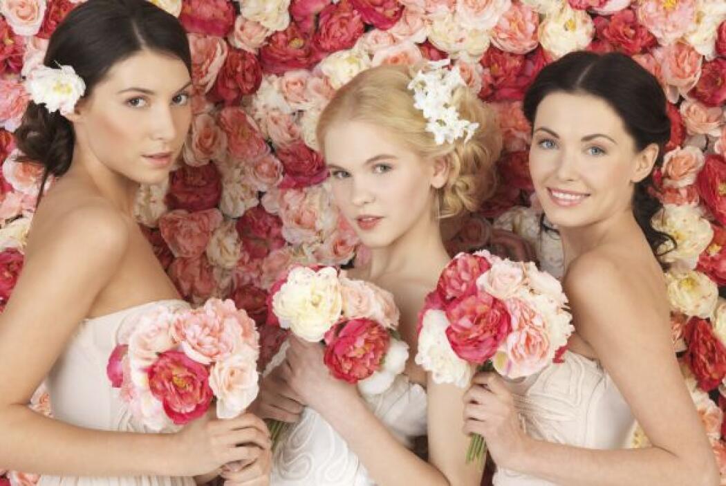 Por ello, el rosa debe ser el color base y debes combinarlo con otra ton...