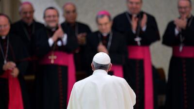 El Papa Francisco reprende a integrantes de la iglesia por sentirse indi...
