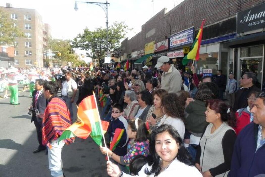 Primer desfile Boliviano de Nueva York ee20ba44bb1a445f971779a847ed57df.jpg