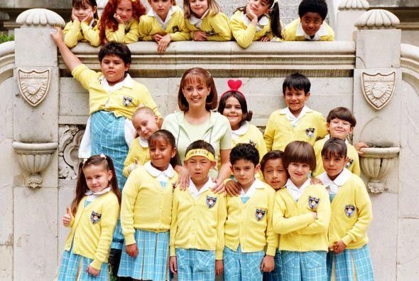 """Los alumnos de la escuela """"Patria Unida"""" y la maestra Lupita t..."""