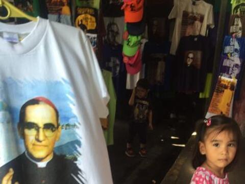 Miles de fieles en El Salvador ya festejan la esperada beatificaci&oacut...