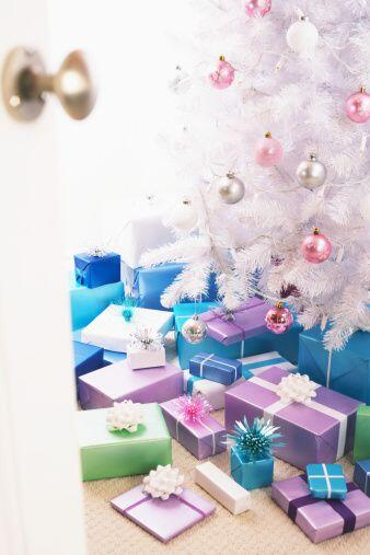 Puedes optar por una navidad blanca que nos evoca a la nieve, así...
