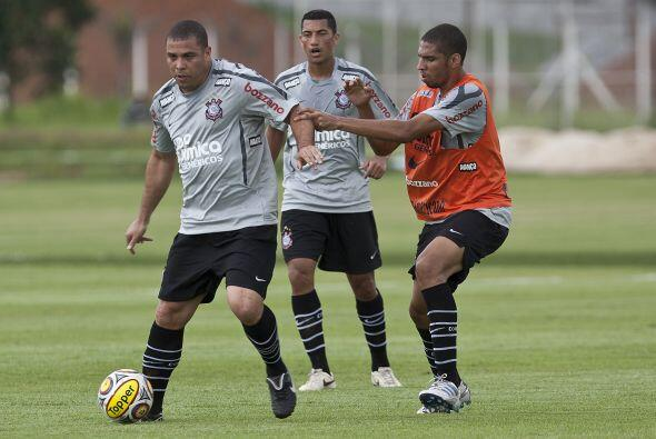 """Ronaldo practicando, el ´Fenómeno´ descartó que vaya existir un """"duelo p..."""