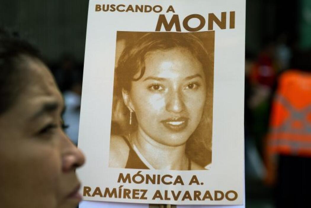 """También se vieron pancartas con leyendas como """"No más violencia. ¿Dónde..."""