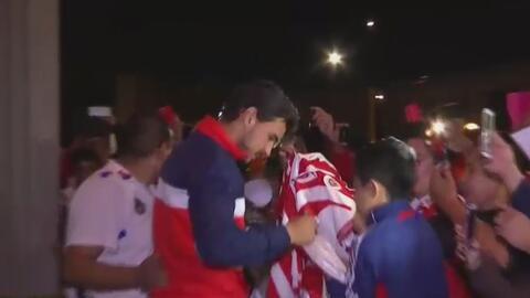 Los fanáticos de Chivas volvieron a pintar de rojo y blanco la Ciudad de...