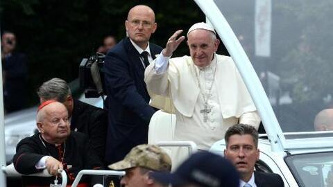 El papa Francisco llegó a Polonia en medio de un despliegue de medidas d...