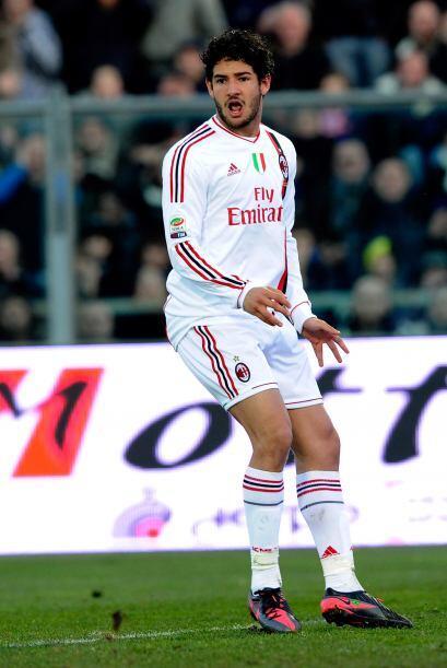 El brasileño Alexandre Pato era la opción para que Tévez llegara con los...