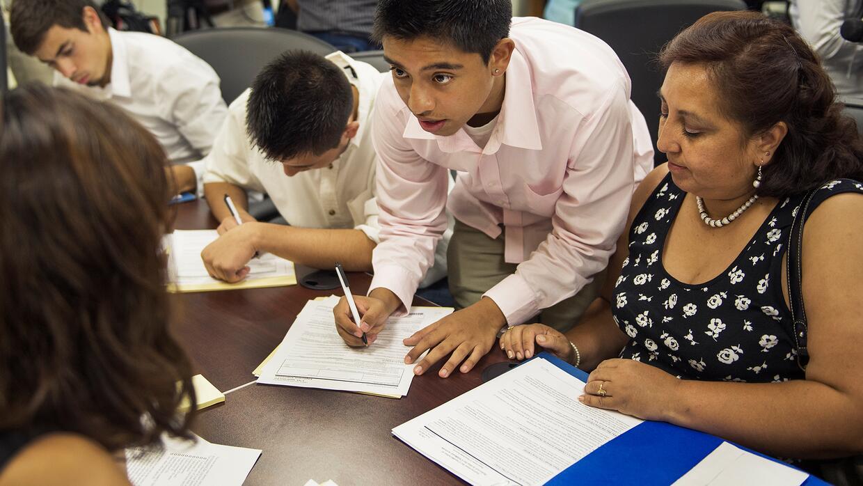 Inmigrantes se cuestionan si DACA realmente puede brindarles protección...