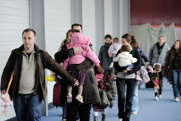 Incluso algunas de las familias que se encontraban en el aeropuerto de R...