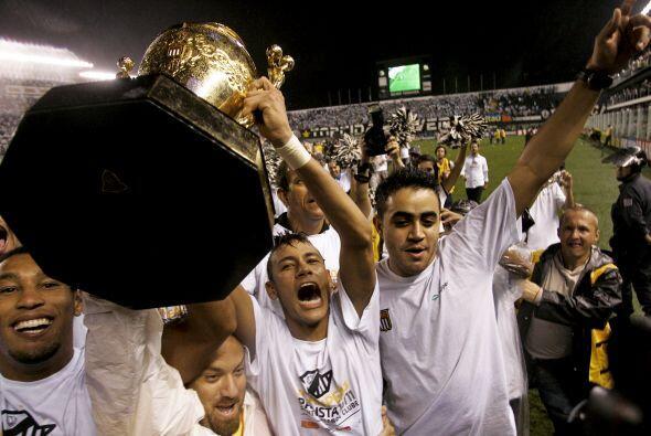 Neymar y su banda festejaron a toda voz el título, el equipo anda...