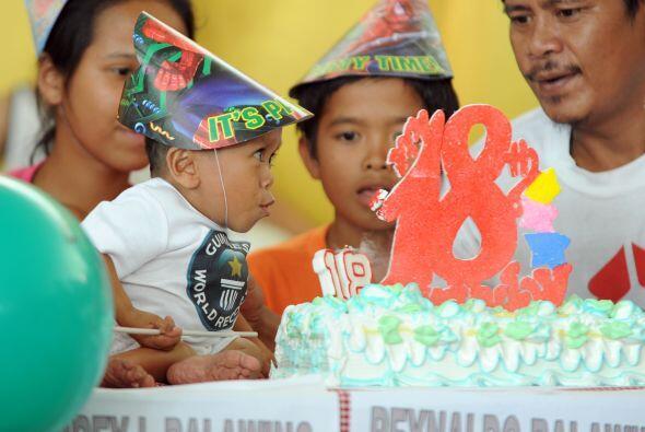 El cumpleaños 18 de Balawing estuvo marcado por un banquete, globos y di...