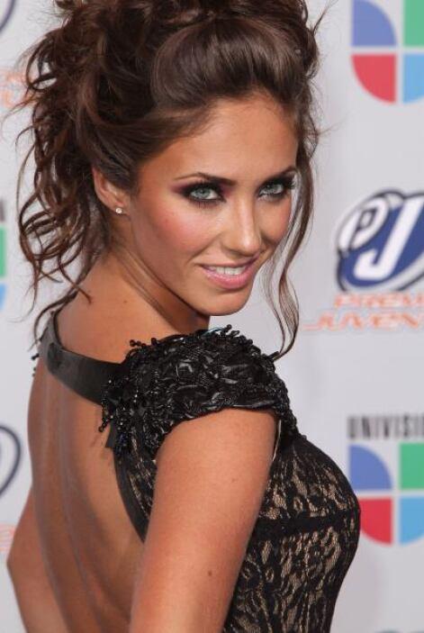 Anahí es otra bella que brincó a la fama siendo muy niña así que ella en...