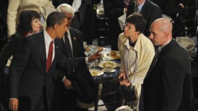 El presidente de Estados Unidos, Barack Obama, habla con su principal as...