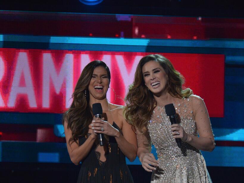 Roselyn Sánchez y Jacky Bracamontes fueron pura dinamita en escenario.
