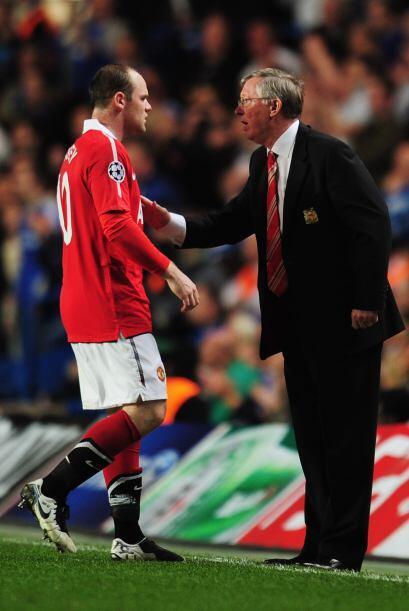 Ferguson le daba instrucciones a Rooney, su hombre fuerte.