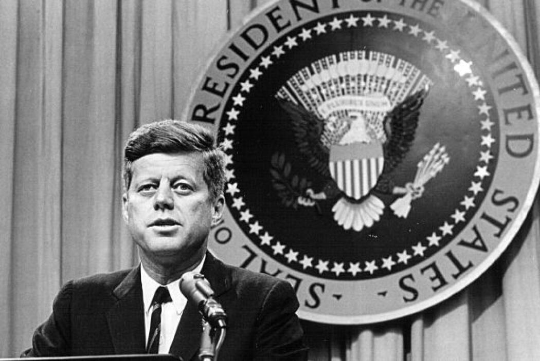"""9. JOHN F KENNEDY  Frase de superación: """"Un hombre inteligente es aquél..."""