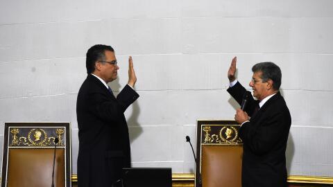 Diputados opositores juramentan en la Asamblea