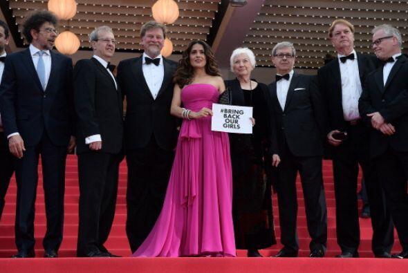 Empezaron la mexicana Salma Hayek y Julie Gayet.