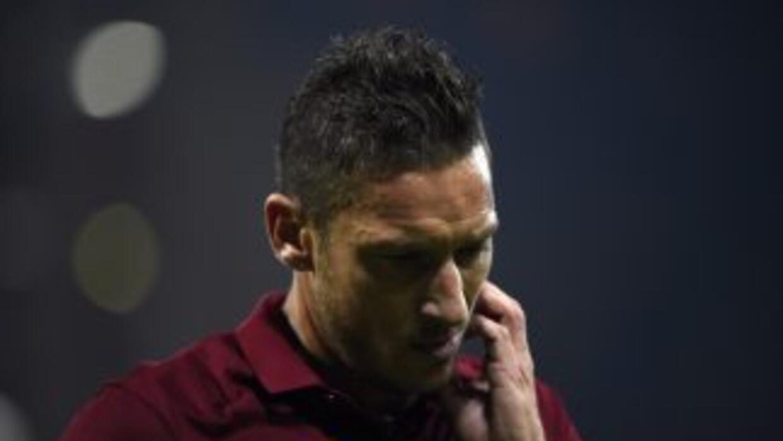 Totti se rasca luego del empate ante Sampdoria.