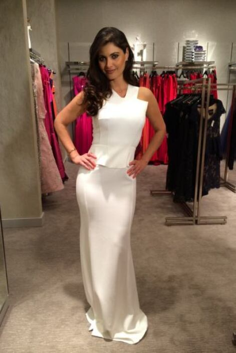 También se probó un vestido en color blanco.