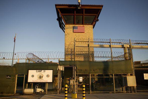 Los vuelos comerciales a la base militar de Guantánamo, en Cuba,...