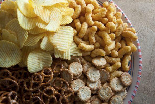 Snacks. También procura tener siempre algo para picar: pretzels, nachos,...