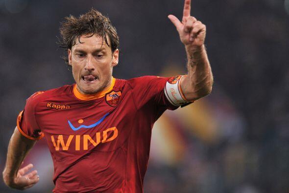 El italiano Totti siempre regala jugadas talentosas. Ahora tambié...