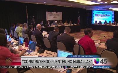 Maestros de ambos lados de la frontera se reúnen en Houston
