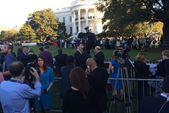 Seguidores esperaban al pontífice desde temprano en la mañana. (Foto por...