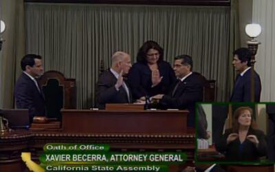 Xavier Becerra fue juramentado este martes como el fiscal general de Cal...