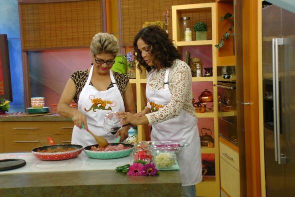 Karla Martínez estaba feliz de poder ayudar a su madre a preparar tan de...