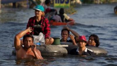 Las inundaciones han causado la muerte a 373 personas en todo el país de...