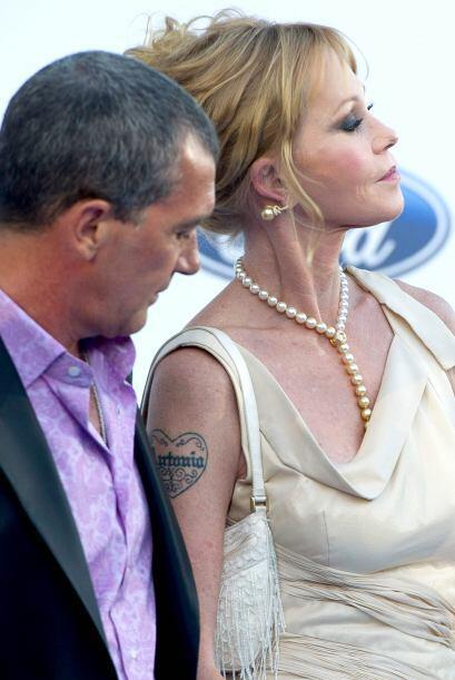 A Banderas parecía halagarle que su esposa portara el tatuaje con su nom...