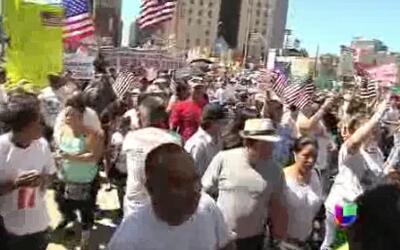 Inmigrantes marchan por la reforma migratoria