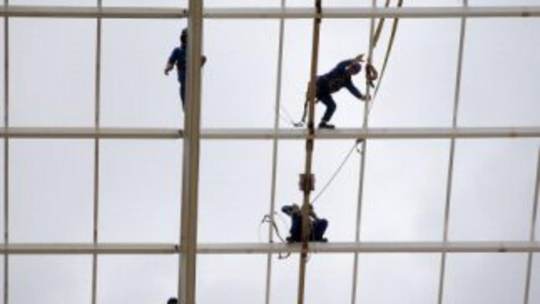 El trabajo en los estadios para el Mundial de Brasil se ha cubierto de l...