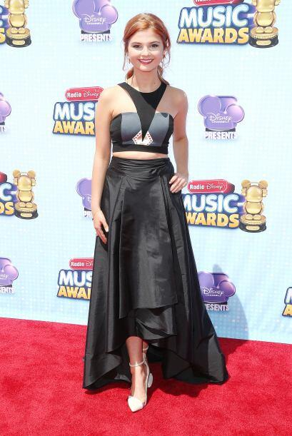 El diseño del vestido de Stefanie Scott no nos pareció tan mal, aunque e...
