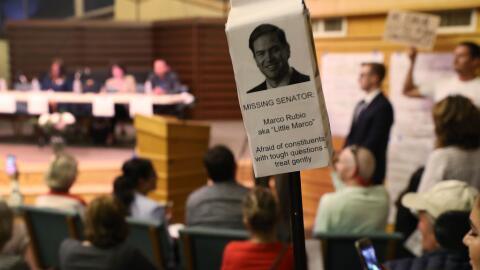 Votantes de Florida realizan un Town Hall sin la presencia de Marco Rubio.