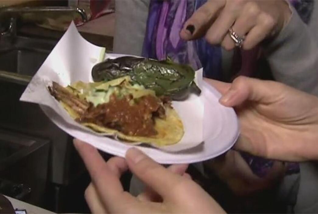 ¿Qué tal? Parece que Thalía y Karla son buenas preparando tacos.