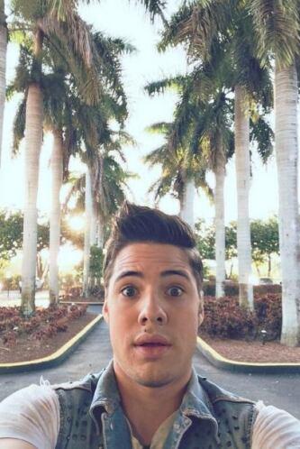 """""""Suban su #Selfie usando el #GlobalSelfie como la mía, miren..."""", pidió..."""