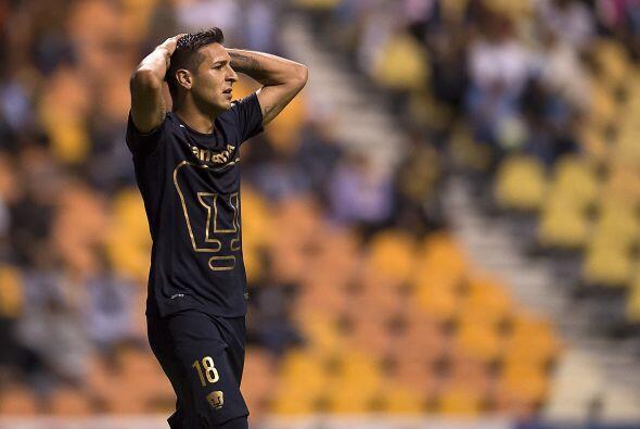 Ismael entró solo al área y definió apresurado sobre la salida de Muñoz...