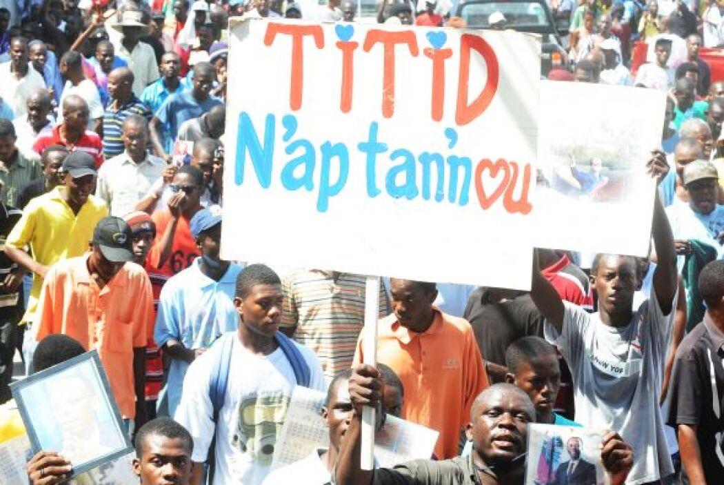 La titular del consejo ejecutivo del partido de Aristide, Maryse Narciss...