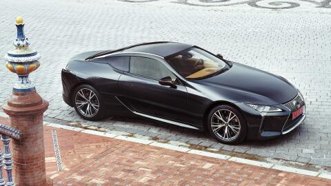Los nuevos LC 500 y LC500h (versión híbrida) llegarán al mercado en la p...