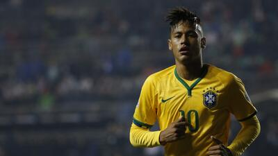 Neymar Jr. fue criticado por Leonardo como referente de Brasil.