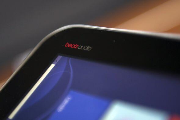 El Samsung tiene una pluma como aditamento especial, sin embargo no está...