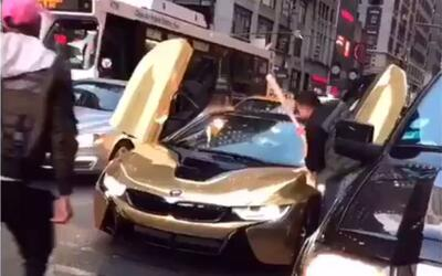 BMW i8 recibe batazo en New York