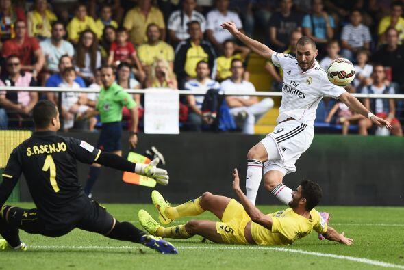 Benzema cumplió en su papel de dar asistencias y propició el gol de Cris...