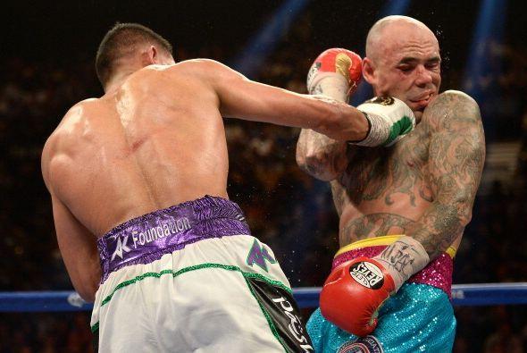 Amir Khan derrotó por amplia decisión unánime a Luis Collazo y ganó el c...