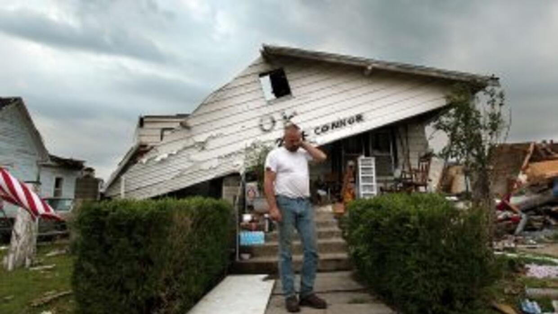 La cifra de muertos por el intenso tornado que azotó Joplin se elevó a 1...