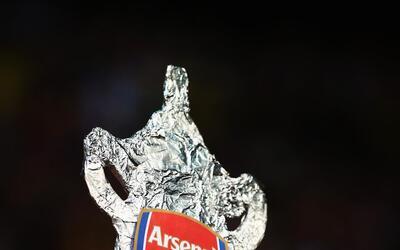 Los Gunners destrozaron al Aston Villa para alzar la Copa de Inglaterra.