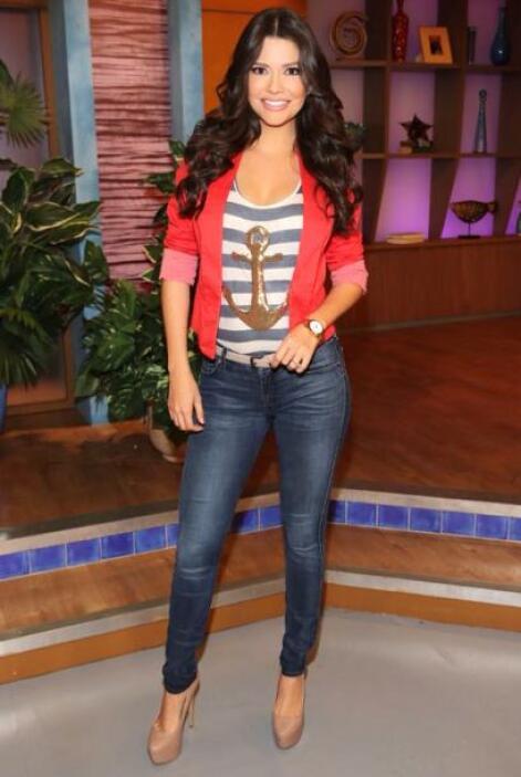 Febrero 27, 2014: Look y actitud de viernes. ¡Los jeans no pueden faltar!